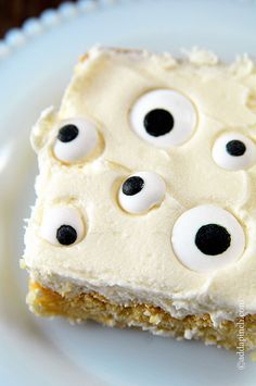 Eyeball Cookie Cake Recipe ~ This Eyeball Cookie Cake is a fun and not so scary way to bring a little bit of Halloween cheer to any event. Get this simple recipe for a Halloween cake children are sure to love.
