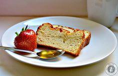 Hier findet ihr ein Rezept für ein leckeres Paleo Brot - garantiert OHNE Getreide und Gluten! Je nach Geschmack süß oder herzhaft gebacken.
