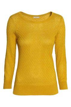 Sweter o wzorzystym splocie: Sweter z domieszką wełny o strukturalnym splocie. Rękawy 3/4 ze ściągaczem, ściągacz u dołu swetra.