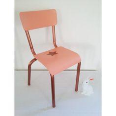 bureau et petite chaise enfant vintage des id es douces coup de c ur pinterest petite. Black Bedroom Furniture Sets. Home Design Ideas