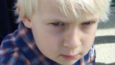 Comment différencier les émotions primaires des réactions parasites et des décharges de stress chez les enfants ?