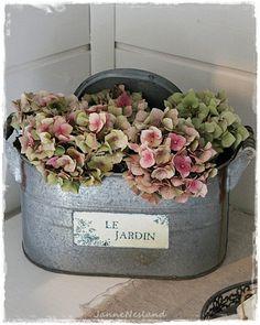 """superbe montage """"vintage"""". piqué fleurs ds 1 mousse sèche éventuellement...."""