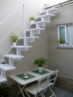 Home Room Design, House Design, Staircase Outdoor, Outside Stairs, Modern Mediterranean Homes, Exterior Stairs, House Stairs, Staircase Design, Small Patio