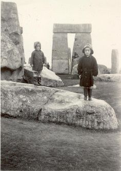 Stonehenge 1956: once upon a time visitors were not held back behind fences