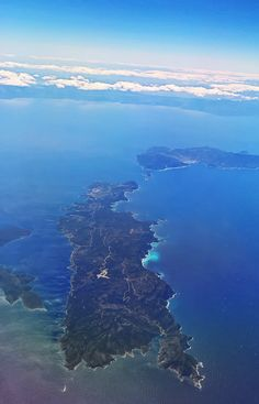 Discover the unexplored islands of Greece! The latest video published by the National Tourism Organization is dedicated to the unexplored islands in Greece Greece Culture, Greece Fashion, Skiathos, Greece Holiday, Greece Islands, Santorini Greece, Greece Travel, Beautiful Islands, Places