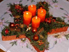 Basis Stern, mittig Kerzen, passend zum Wohnzimmer in Orange