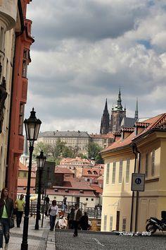 Pohled průčelím na Pražský hrad