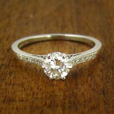 Detailed vintage Solitaire diamond in 18ct white gold or platinum. Engagement ring.