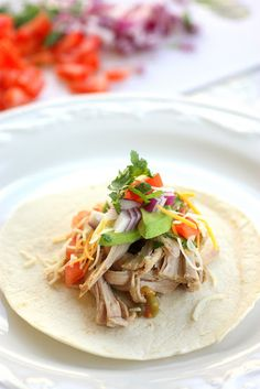 Easy Crockpot Pork Carnitas | The Girl Who Ate Everything ------ great way to use a pork shoulder