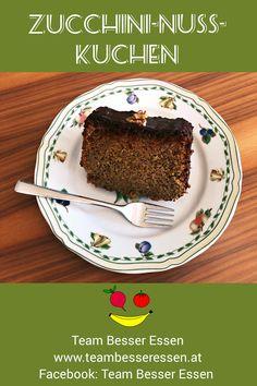 Gemüse süß verpackt! Unser Kuchen mit Zucchini und Haselnüssen begeistert auch Gemüsemuffel. Pudding, Desserts, Food, Zucchini Cake, Good Food, Food Food, Recipies, Tailgate Desserts, Deserts