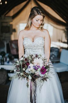 Glamorous fall bridal style | Image by Inna Yasinska Photography