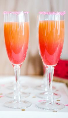 Ombré Grapefruit Cocktail // lovely for a summer party or Mother's Day Brunch #cocktails #foodstyling