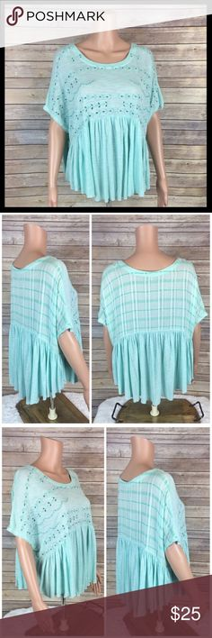 free people // eyelet yoke flowy babydoll top Perfect for the season! Super breezy with a babydoll cut and oversized boxy fit. Eyelet lace yoke detailing on the front, flutters at the waist. Raw edges. 90% viscose, 10% cotton. Minty green. Great preowned condition. Free People Tops Tees - Short Sleeve