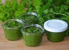 Make parsley pesto - Homemade Ketchup, Homemade Sauce, Home Recipes, Cooking Recipes, Healthy Recipes, Healthy Food, Parsley Pesto, Pesto Dip, Citrus Vinaigrette