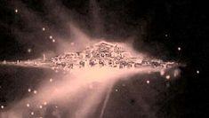 A Hubble űrteleszkóp lefényképezett egy hatalmas, azonosítatlan tárgyat, amely nyilvánvalóan mesterséges eredetű, és valósággal úszik az űrben. Az Isten lakhelyének nevezték el.