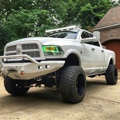 Oh my Gosh! I would kill for that truck!!
