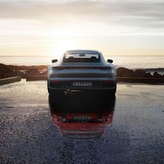 A reflection of the past and a vision of the future. This sports car has lost none of its fascination in over 50 years. Porsche Panamera, Porsche Autos, New Porsche, Porsche Classic, Porsche Cayenne, Courses, Reflection, The Past, Exterior