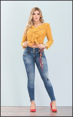 Ladies Night Outfit, Celebrity Fashion Looks, Best Jeans, Girls Jeans, Sewing Clothes, Beautiful Outfits, Sexy Women, Skinny Jeans, Clothes For Women