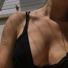 - ̗̀my body, my art ̖́- Film Aesthetic, Bad Girl Aesthetic, Aesthetic Clothes, Girl Photo Poses, Girl Photos, Foto Casual, Fake Girls, Insta Photo Ideas, Sexy Jeans