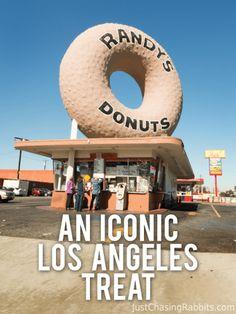 Randy's Donuts: An Iconic Los Angeles Treat - USA Destinations California Restaurants, Los Angeles Restaurants, Visit California, California Travel, Southern California, Vintage California, Los Angeles Food, Los Angeles Travel, Los Angeles Shopping