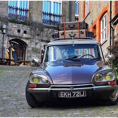 French fancy. #Citroen #DS #CitroenDS #carstagram #carporn #carsofinstagram @ds21.co.uk Citroen Ds, Manx, Citroen Traction, Good Looking Cars, Safari, Sweet Cars, Top Cars, Retro Cars, Car Photos