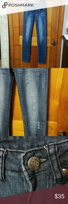 Made in Italy Machine Distressed Skinny Jeans Made in Italy Machine Distressed Skinny Jeans Size 26 Inseam 33 Rise 7 Look like new No stretched out distressed areas Great color Make an offer Machine Jeans Skinny