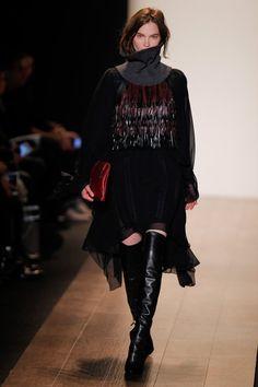 Pin for Later: Fashion Week de New York, le Guide BCBG Max Azria Cette fois, la collection n'était pas seulement centrée sur des robes. A la place, Lubov Azria a empilé robes, pulls à col roulé et manteaux.