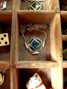 Collier manchette bleu aux croisillons dorés | Etsy Iris, Little Box, Class Ring, Etsy, Jewelry, Cuffs, Necklaces, Blue, Jewels