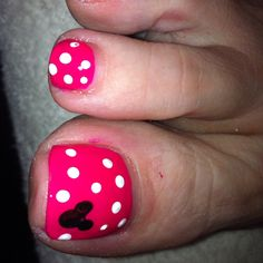 New Disney Pedicure Ideas Toenails Polka Dots Ideas Disney Toe Nails, Disney Toes, Mickey Nails, Minnie Mouse Nails, Disney Nail Design, Disneyland Nails, Mickey Mouse, Pedicure Colors, Pedicure Designs