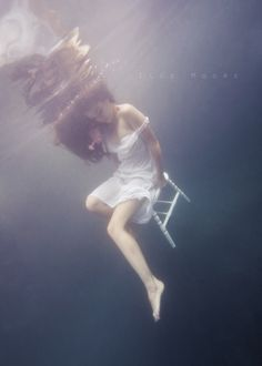 I think this could be of Kate as a girl, dreaming of her ocean adventure. Underwater Model, Underwater Photoshoot, Underwater Pictures, Underwater Art, Underwater Photography, Film Photography, Landscape Photography, White Photography, Street Photography