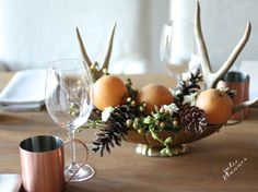 Simple & beautiful Thanksgiving table with a centerpiece you can create yourself & free printable activities including thankful for cards