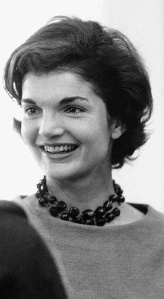 Se reinventa una de las piezas más representativas del mundo de la #moda, el #collar de perlas de Jackie Kennedy.