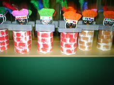 schouwpietjes: blikken doos van babyvoeding bekleefd wit papier dat bestempeld werd met sponzen. Daarop een koekendoos dat vooraf werd bekleefd met wit papier en door de kleuters werd beschilderd met grijze verf = deksteen va nde schouw. Het hoofd van zwarte piet is een kaasdoos dat bovenop werd bevestigd;