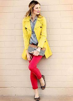 黒レザージャケット×赤パンツの春コーデ(レディース)海外スナップ | MILANDA