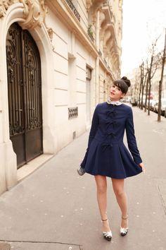 "Manteau / Coat : ASOS  Col / Collar : Tara Jarmon  Sac / Clutch : Anya Hindmarch  Chaussures / Shoes : Charlotte Olympia  Vernis : Dior ""306 Gris Trianon""  Rouge à lèvre : Dior ""467 Bow""  feb"