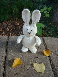 Cute little #knit #rabbit pattern, and its #free!