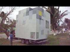 El estudio de arquitectura MAPA diseñó una casa prefabricada en Uruguay, llamada RJI. Se ubica en un sitio remoto. Está compuesta por dos módulos de madera. Container Shop, Container House Plans, Container Design, Diy Wooden Projects, Wooden Diy, Vincent Callebaut, Building A Pergola, Weekend House, Minimalist Architecture