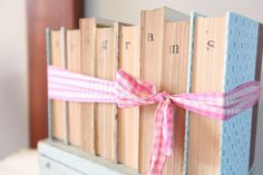 books for signage | Kassie Moore #wedding