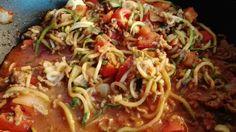 Zucchini-Spaghetti-Bolognese Slimming World Spaghetti Bolognese, Low Carb Spaghetti, Spicy Spaghetti, Zucchini Spaghetti, Slow Cooker, Bolognese Recipe, Nom Nom Paleo, Paella, Diet Recipes