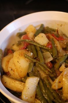 Fasolakia. Green beans with potatoes and tomatoes.