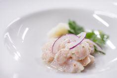 El Ceviche - pesce persico marinato al limone, zenzero, aglio, rocoto, sedano, cipolla rossa e coriandolo fresco