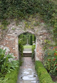 axial walk / sightline - Sissinghurst Castle Garden - Sissinghurst Weald of Kent - Vita Sackville-West + Harold Nicolson -