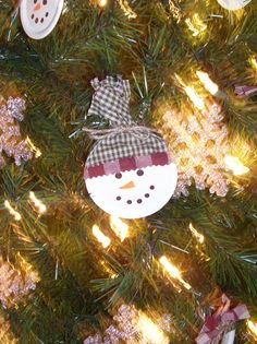 Mason Jar Lid Snowman Ornament.