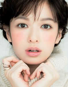 Korean makeup -Dewy and bright skin -Straight brows + red lips -Light blush or no blush at all Japa...: