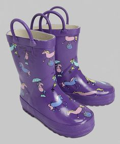 A little rain can't stop these boots from walking. Heavy-duty rubber and a traction sole make splashing through puddles a dry activity. Kids will appreciate the handy tabs and soft cotton lining that make this printed pair a joy to wear.