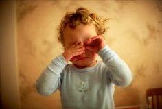 Kinder enttäuschen, Lernen für das Leben - Aldo Naouri, die Rückkehr von Elternautorität - Bestrafung als Unterstreichung von Autorität sollte also zurückkehren in den Familienalltag? Eltern sollten standhaft und hart sein. Bestrafung darf in diesem Zusammenhang nicht als Ausdruck von Gewalt verstanden werden...