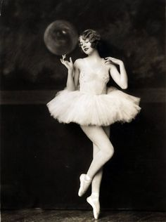 Actress Helen Hayes Brown in the follies c. 1927~Photo by Alfred Cheney Johnston