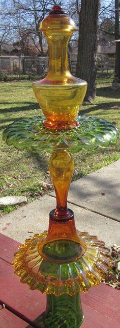 Glass Yard Art Totem Sculpture Green Yellow-Amber by TheGlassDiva Glass Garden Flowers, Glass Plate Flowers, Glass Garden Art, Flower Plates, Glass Art, Garden Crafts, Garden Projects, Garden Whimsy, Garden Junk