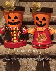 Pumpkin People New Fall Decor Halloween Clay, Halloween Flowers, Halloween Pumpkins, Halloween Crafts, Halloween Decorations, Halloween Painting, Halloween Jack, Clay Pot Projects, Clay Pot Crafts
