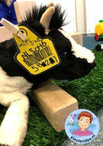 oormerk maken voor een koe met kleuters, kleuteridee.nl, met gratis download. Education, Logo, School, Logos, Educational Illustrations, Learning, Environmental Print, Studying